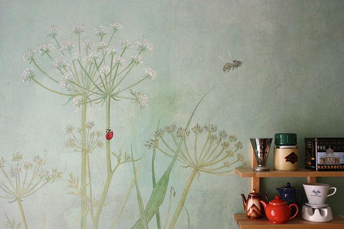 Küchengestaltung, Küchenmalerei, atelier Wandlungen, berlin, Blumenmalerei, Wiesenmalerei, alte wand, deko,wallpainting